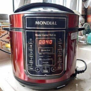Panela de Pressão Elétrica Digital Mondial Master Cooker Red 900W 5 Litros – 110v/220v
