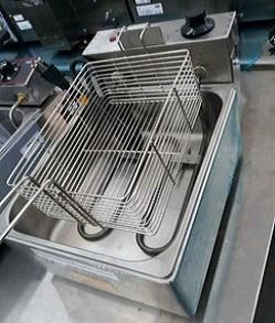 Fritadeira Elétrica Com Óleo Industrial 5 Litros Aço Inox 3000W – 110v/220v