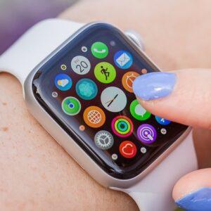 Apple Watch Series 3 (GPS) 38mm Caixa prateada de alumínio com pulseira esportiva