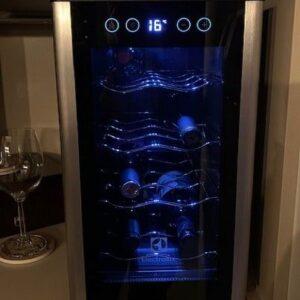 Adega Climatizada Electrolux 8 Garrafas Painel Touch – 110v/220v