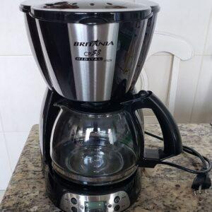 Cafeteira Elétrica Britânia 38 Xícaras função timer p/ programar o preparado do café – 110v/220v